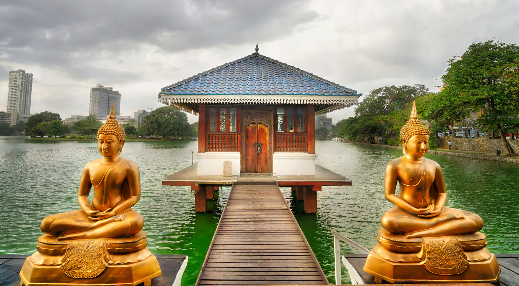 Colombo temple lake