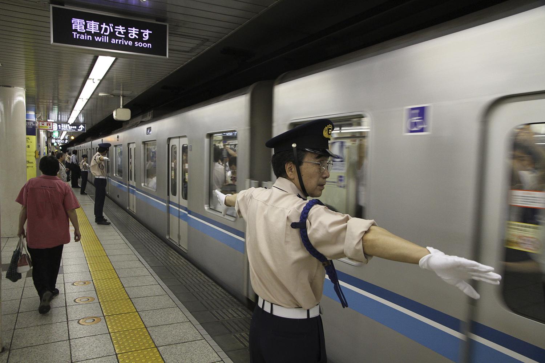 tokyo metro control personnel